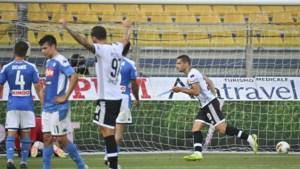 Dries Mertens ziet vanop de bank hoe Napoli pijnlijke nederlaag lijdt