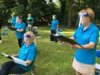 Opmerkelijk beeld: Lummens zangkoor houdt eerste repetitie met gezichtsscherm