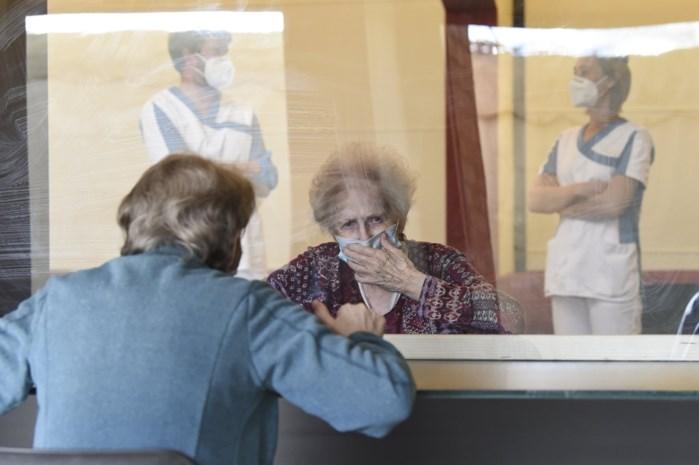 """Berings woonzorgcentrum sluit terug deuren voor bezoek: """"Ook raambezoekjes verboden"""""""