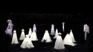 IN BEELD. Zwevende modellen in meterslange jurken bij Valentino