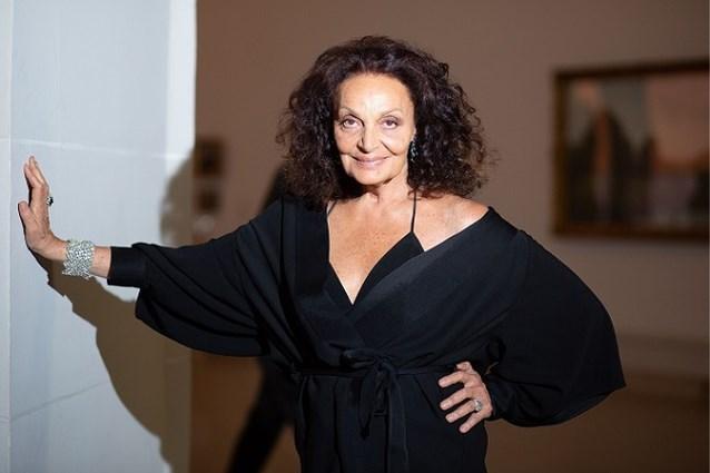 Ooit het gezicht van de Amerikaanse mode, nu op de rand van failliet: wat is er aan de hand met Diane Von Furstenberg?