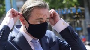 """Bart De Wever: """"De bubbels niet inperken is een vergissing, ik betreur dat"""""""