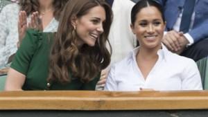 """Intimi reageren op nieuwe biografie: """"Kate verwelkomde Meghan met open armen"""""""