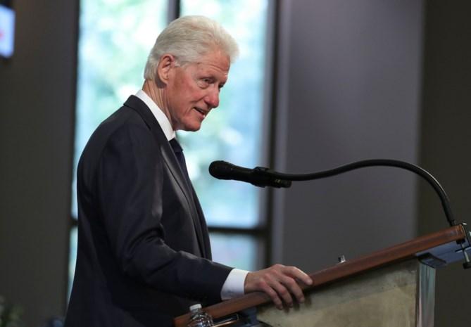 """""""Bill Clinton gezien op Epsteins 'orgie-eiland' met twee jonge meisjes"""""""