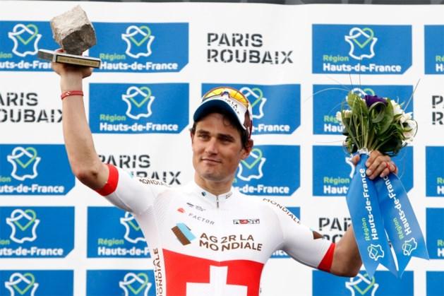 """Ploegmaat Oliver Naesen mist Strade Bianche door corona en noemt het gezondheidssysteem """"een grap"""""""