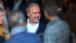 Een van de rijkste Belgen koopt vijftig procent aandelen van Standard over
