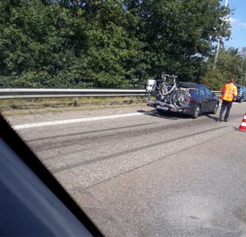 Bestelwagen en auto botsen op E314 in Houthalen