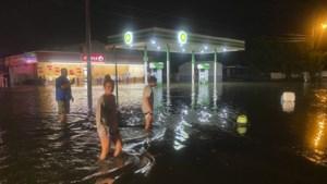 Orkaan Isaias gaat aan land in Verenigde Staten