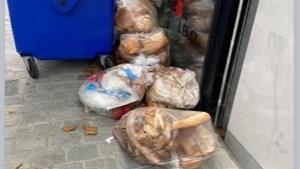 "Hasseltse Delhaize zet zakken vol brood en sandwiches op straat: ""Pure voedselverspilling"""