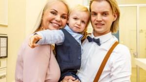 """Zwangere Lesley-Ann Poppe laat coronagolf niet aan haar hart komen: """"Vijf maanden ver, en nog maar 3 kilo verdikt"""""""