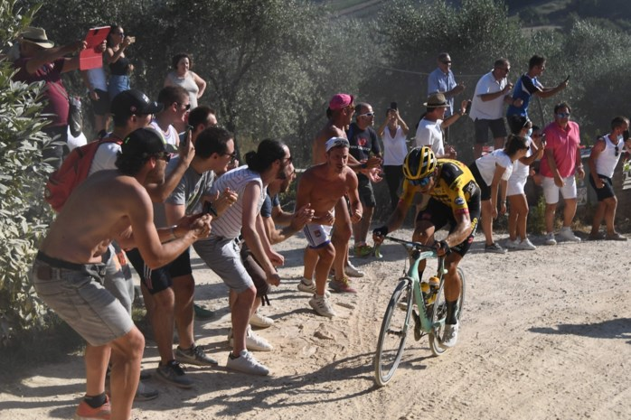 """Marc Van Ranst relativeert: """"Roepende wielerfans zijn niet het grote probleem"""""""