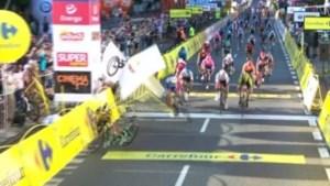 Gruwelijke val van Fabio Jakobsen ontsiert eerste rit in Ronde van Polen: