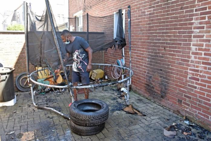Brandende trampoline en papierafval doen rookpluim opstijgen in Grote-Brogel