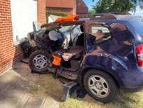 Vijftiger uit Bree zwaargewond na botsing tijdens inhaalmanoeuvre