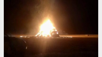 Brandende stapel stro zorgt voor geur- en rookhinder in Riemst
