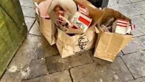 Afvalprobleem dreigt: emmers van KFC passen niet in vuilnisbakken van stad