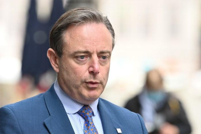 Bart De Wever versoepelt mondmaskerplicht in Antwerpen en gaat zo in tegen Cathy Berx