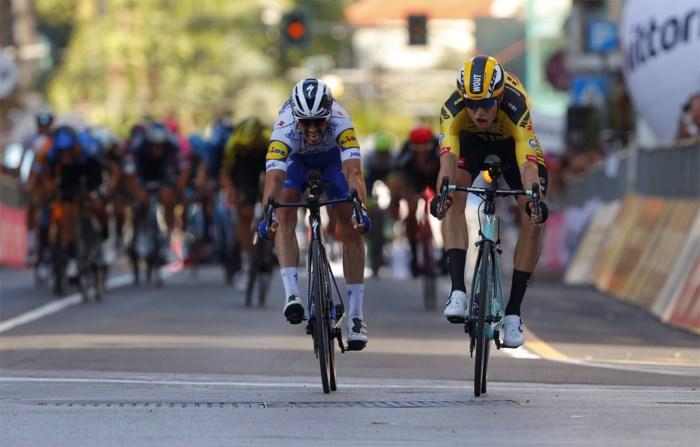 """Wout van Aert kan heroïsche sprintzege in Milaan-Sanremo zelf niet geloven: """"Ik dacht 'wacht op mij'"""""""