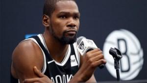 Geen minuut gespeeld en toch 1 miljoen rijker: NBA-ster Kevin Durant klapte vannacht dubbel zo hard voor zijn team