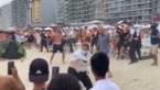 """Massale vechtpartij op het strand van Blankenberge: """"Parasols vlogen in het rond, stokken van zeilen gebruikt als wapens"""""""