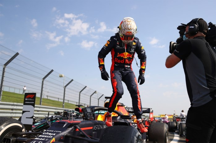 Het wonder is geschied: Max Verstappen verslaat Mercedes en wint 70th Anniversary GP
