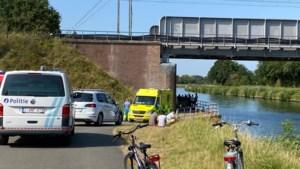 "Twintiger verdrinkt in kanaal in Lier: ""Slachtoffer bleef halfuur onder water"""