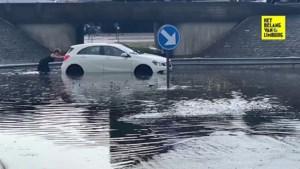 Onweer barst los boven Limburg: straten lopen onder, bomen waaien om