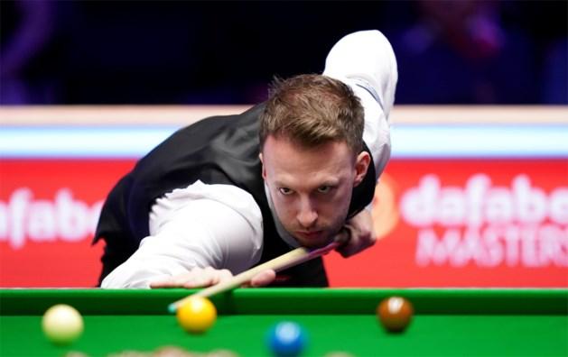 Titelverdediger Judd Trump met veel moeite naar achtste finales op WK snooker