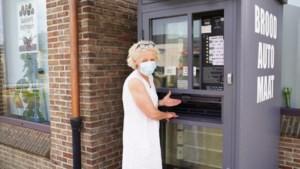 Brandweer bevrijdt vrouw die met hand vastzit in... broodautomaat