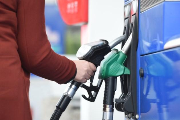 Nog snel tanken: benzine tanken wordt woensdag duurder