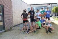 99 kids amuseren zich op eerste gemeentelijke sportkampen