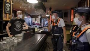 """Op pad met de coronapatrouille in Hasselt: """"Wie hardleers is, betaalt"""""""