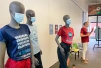 Coronarichtlijnen op T-shirts personeel