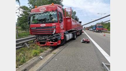 Vrachtwagen tegen vangrail op E314 in Zonhoven