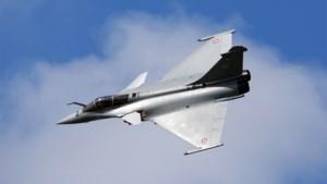 Frankrijk stuurt gevechtsvliegtuigen en oorlogsbodems naar Middellandse Zee