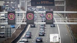 """Autoverkeer richting kust strikt opgevolgd: """"Te veel wagens? Dan gaat toegangsweg dicht"""""""