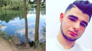 """Vrienden nemen afscheid van verdronken Abdulbaki: """"Hier komen we nooit meer terug"""""""