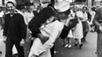 De kus waar we 75 jaar later nog over spreken was niet eens gewenst én nog eens te vroeg ook