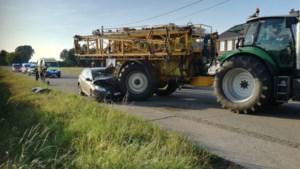 Auto botst tegen tractor in Peer: bestuurder in stabiele toestand naar ziekenhuis