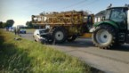 Auto botst tegen tractor in Peer