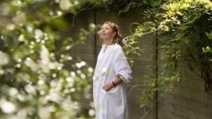 """Linde Merckpoel na alle kritiek: """"Er rust een taboe op negatieve emoties bij de zwangerschap"""""""