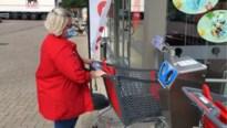 Warenhuis pakt uit met carwash voor winkelkarren
