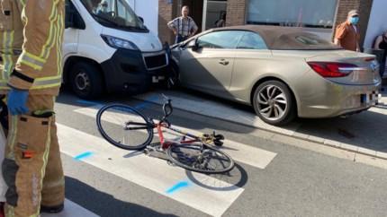 Fietser (54) uit Lanaken kritiek bij aanrijding door bestelwagen in Stationsstraat