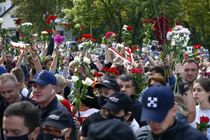 Duizenden manifestanten komen op straat tegen herverkiezing president Loekasjenko