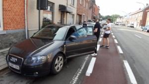 Auto bolt achteruit en knalt tegen geparkeerde Audi in Tongeren