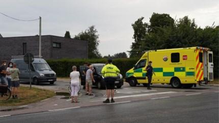 Fietsster zwaargewond bij aanrijding met scooter in Beverlo