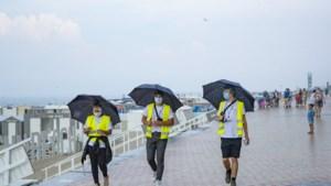 Brusselse jongeren helpen strand- en stadscoaches in Blankenberge