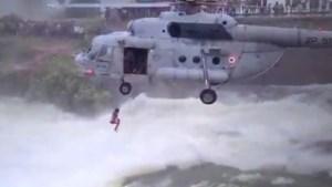 Man na 14 uur uit rivier gered door een spectaculaire reddingsactie met helikopter