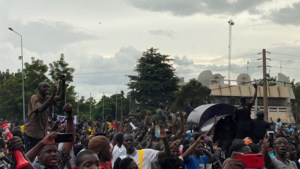 Muitende militairen plegen machtsgreep in Mali: president en premier gearresteerd
