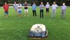 """Lummen leent robotmaaiers aan vier voetbalclubs: """"Duurzamer en efficiënter"""""""